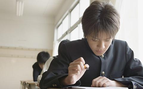 男子学生の写真