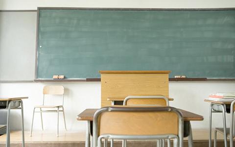 誰もいない教室の写真