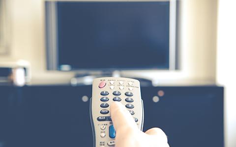 テレビとリモコンのイメージ